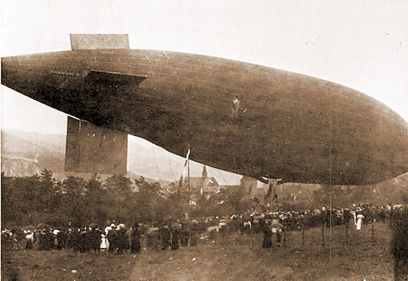 """Parseval-Luftschiff """"Charlotte"""" auf der Hofweide"""