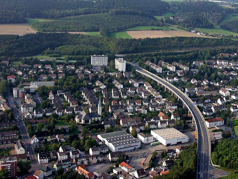 Luftbildaufnahme Katholische Kirche Mariae Himmelfahrt - Oestrich