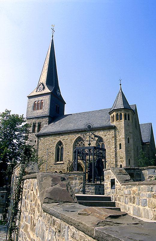Evangelische Kirche Oestrich - Dorfbrunnen
