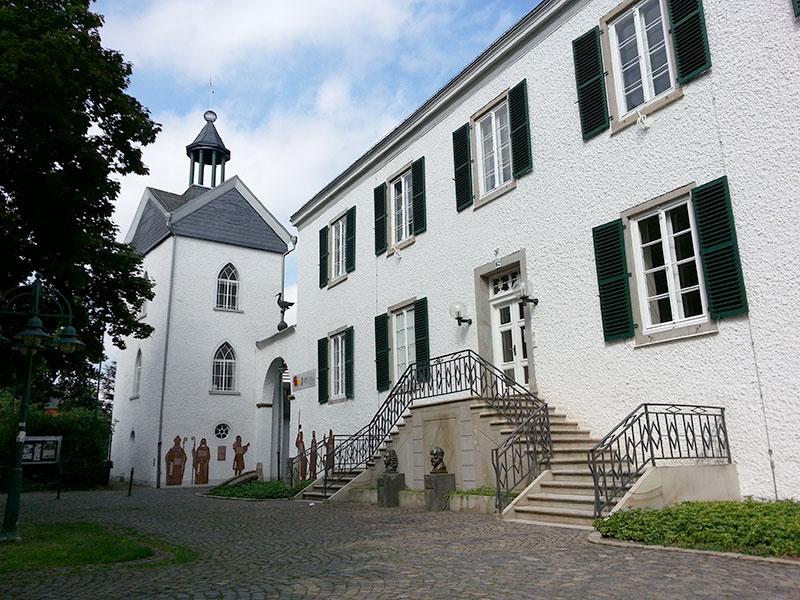 Haus Letmathe mit rekonstruierter Laterne auf dem Turm (August 2013)