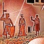 Historische Figuren an den Wänden von Haus Letmathe Foto: Ulrich Dornhoff