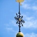 Kirchturmspitze von St. Kilian: Wetterhahn, Kreuz und goldene Kugel Foto: Ulrich Dornhoff