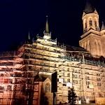 St. Kilian – die Kirche ist wegen Sanierungsarbeiten am Hauptdach eingerüstet (Nov. 2014)